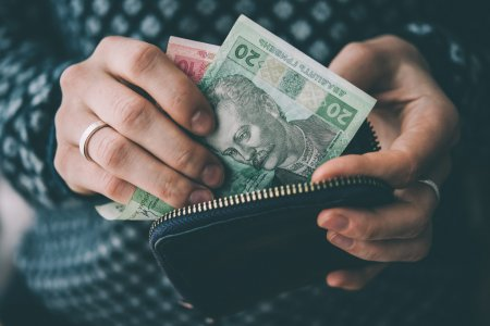 depositphotos_99980218-stock-photo-hands-holding-currency
